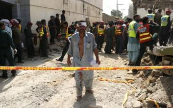 Πολύνεκρη βομβιστική επίθεση στο Πακιστάν