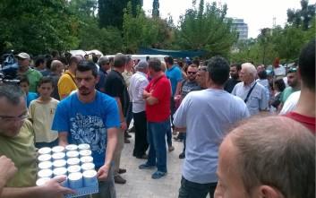 Υλική βοήθεια από το ΠΑΜΕ στους μετανάστες στο Πεδίο του Άρεως