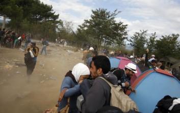 «Μπλοκαρισμένοι» εκατοντάδες πρόσφυγες στην Ειδομένη