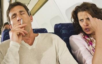 Γιατί απαγορεύεται το κάπνισμα στα αεροπλάνα παρότι υπάρχουν τασάκια