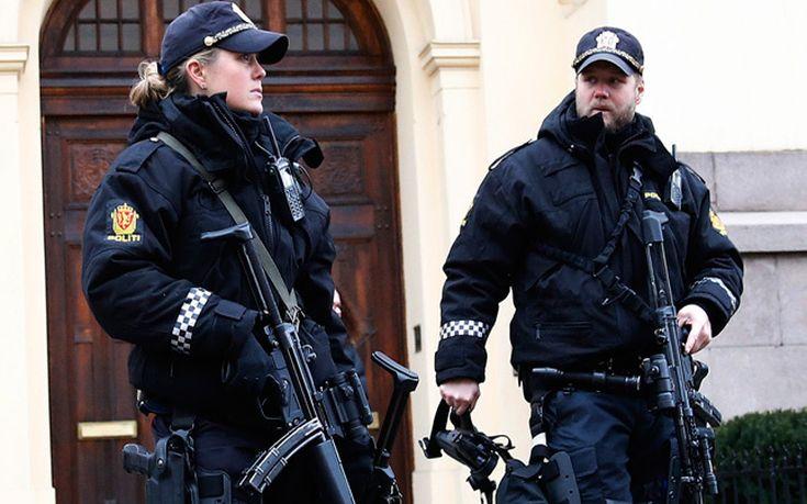 Αστυνομικοί με όπλα στη Νορβηγία μετά την επίθεση στη Σουηδία