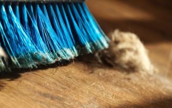 Χιλιάδες μικρόβια κρύβονται στη σκόνη των σπιτιών