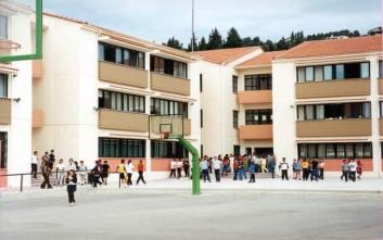 Αναστέλλονται συγχωνεύσεις, καταργήσεις και υποβιβασμοί σχολείων