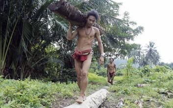 Καθημερινές στιγμές της φυλής Mentawai στην Ινδονησία