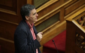 Τσακαλώτος: Ποτέ μα ποτέ, δικά μας παιδιά δεν φώναζαν το σύνθημα «να καεί, να καεί το… η Βουλή»