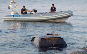 «Βουτιά» στη θάλασσα με το αυτοκίνητο