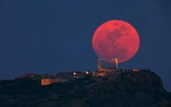 Φαντασμαγορικό ελληνικό φεγγάρι