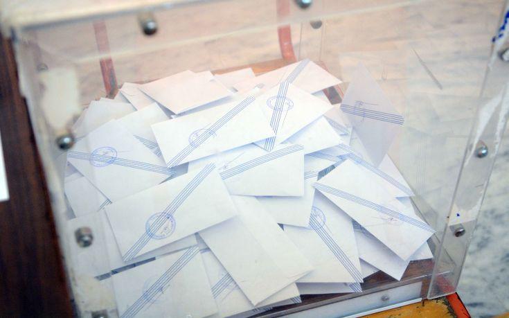 Νέα δημοσκόπηση μειώνει τη διαφορά ΣΥΡΙΖΑ - ΝΔ και δείχνει σταθερό το Κίνημα Αλλαγής