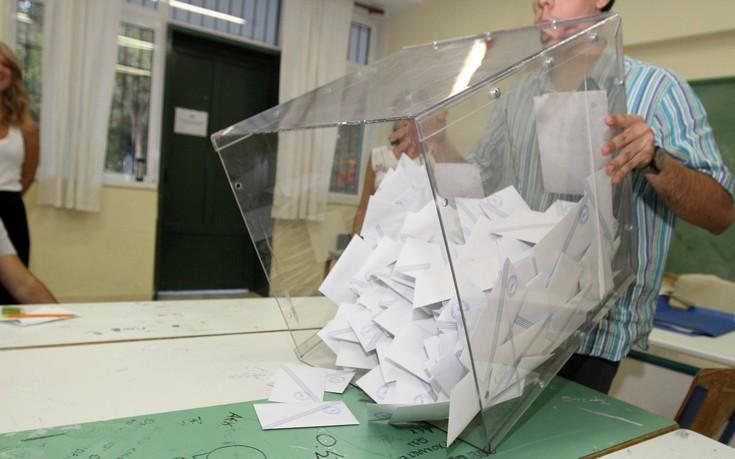 Έτοιμοι με τις υπογραφές οι 10 υποψήφιοι για την Κεντροαεριστερά