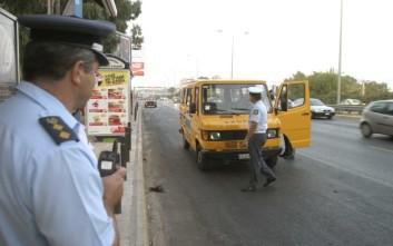Οδηγός σχολικού μετέφερε παράνομα 15 νήπια