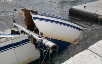 Μπουρίνι έκοψε στη μέση σκάφη