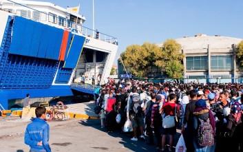 Μεταφέρουν πρόσφυγες στην ηπειρωτική χώρα για την αποσυμφόρηση της Μόριας
