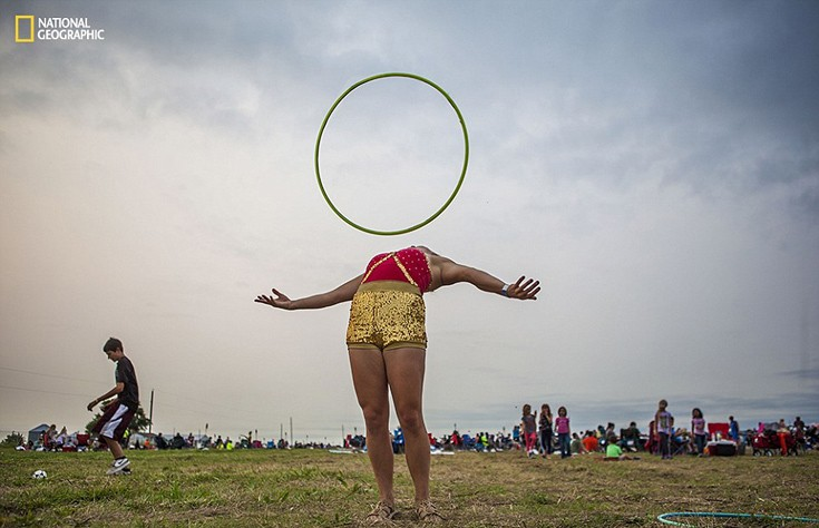 Η Andrea Grove προπονείται πριν την εμφάνισή της σε φεστιβάλ στη Νεμπράσκα. Φωτογραφία: Calla Kessler