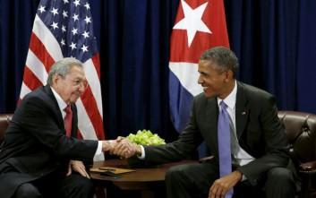 Ομπάμα και Κάστρο συναντήθηκαν στη Νέα Υόρκη
