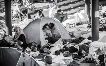 Ερωτευμένο ζευγάρι σε προσφυγικό κατάλυμα