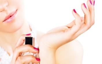 Τι να κάνετε για να μην κουβαλάτε ολόκληρο μπουκάλι με άρωμα