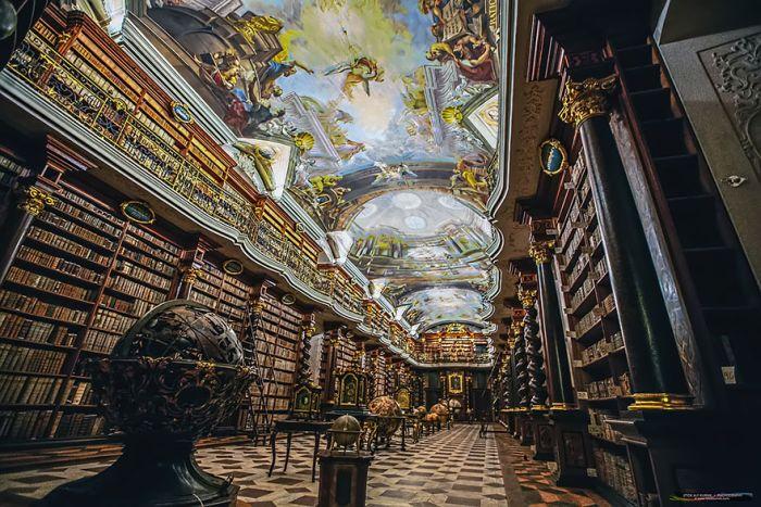 beautiful_library_prague_06