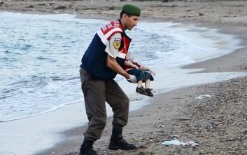Συγκλονισμένη η Τουρκάλα που φωτογράφισε το άψυχο σώμα του μικρού παιδιού