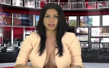 Πρόταξε τα στήθη της και... κέρδισε τη θέση της παρουσιάστριας ειδήσεων
