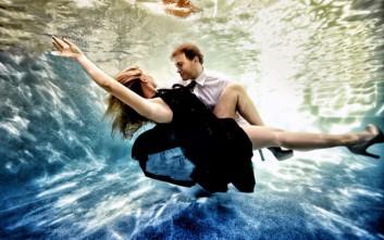 Ζευγάρια κάτω από το νερό