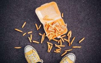 Σε πόση ώρα μπορείτε να φάτε κάτι που έχει πέσει στο πάτωμα