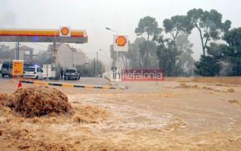 Σκηνές χάους από τη σφοδρή νεροποντή στην Κεφαλονιά