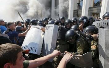 Καταδικάζει ο ΟΗΕ τα επεισόδια έξω από το ουκρανικό κοινοβούλιο