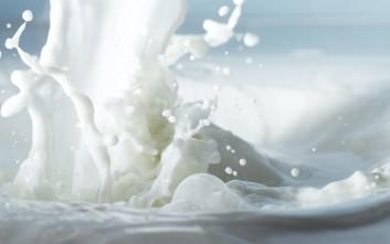 Ένας σύγχρονος γαλατάς μοιράζει πόρτα πόρτα το γάλα στην Κοζάνη