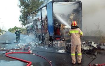 Νταλίκα τυλίχθηκε στις φλόγες στην εθνική οδό Χανίων-Κισάμου