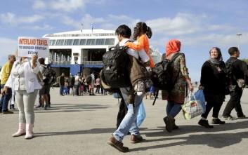 Στο λιμάνι του Πειραιά το «Νήσος Ρόδος» με 270 μετανάστες και πρόσφυγες