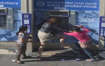 Γυναίκα μένει αβοήθητη την ώρα που την κλέβουν στο κέντρο του Παρισιού