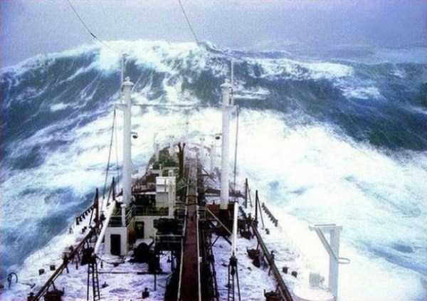 ships-in-storm-11