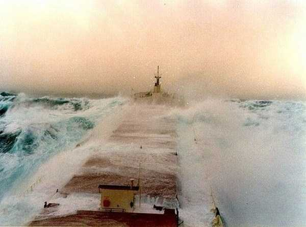 ships-in-storm-13