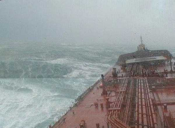 ships-in-storm-16