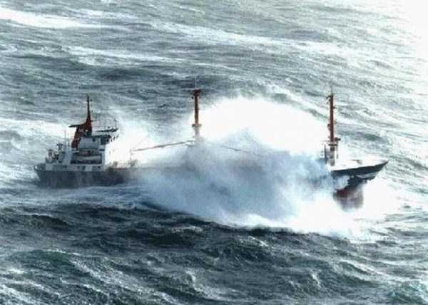 ships-in-storm-25