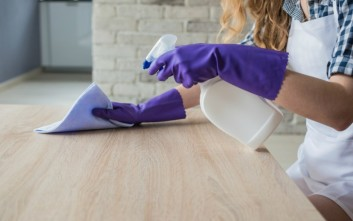 Εννέα χιλιάδες είδη μικροβίων στη σκόνη που «κατοικεί» στα σπίτια
