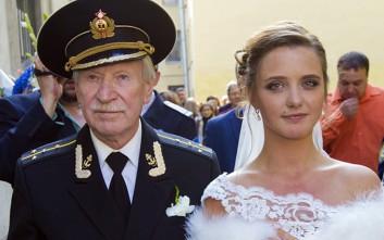 Ο γαμπρός 84, η νύφη 24