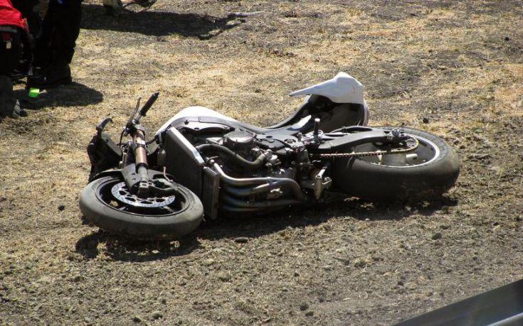 Νεκρός 19χρονος οδηγός μοτοσικλέτας στην άσφαλτο
