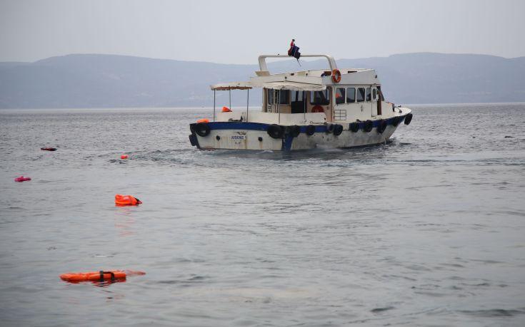 Πλοίο μη κυβερνητικής οργάνωσης μπλοκαρισμένο σε διεθνή ύδατα της Μεσογείου