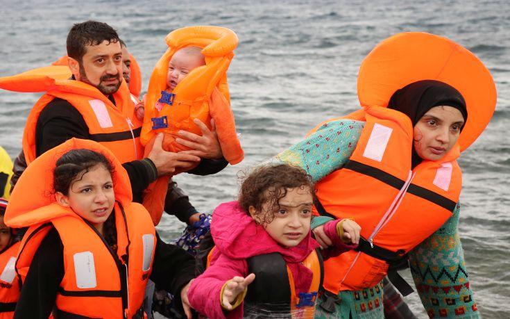Σύρια πρόσφυγας γέννησε δίπλα στη βάρκα που τη μετέφερε στην Ελλάδα