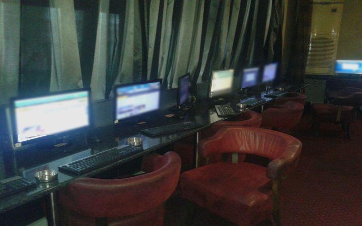 Η αστυνομία εξάρθρωσε μίνι καζίνο με παράνομα «φρουτάκια» στη Θεσσαλονίκη