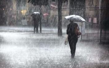 Καιρός: Χειμωνιάτικη Τρίτη με καταιγίδες, βοριάδες και πτώση θερμοκρασίας