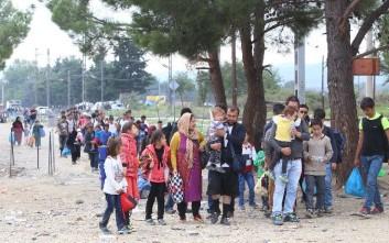 Δέκα πούλμαν με πρόσφυγες την ώρα φτάνουν στην Ειδομένη