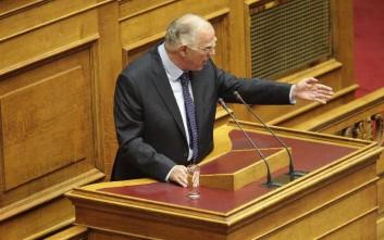 Υπουργό που πάει στο γραφείο του με ελικόπτερο καταγγέλλει ο Λεβέντης