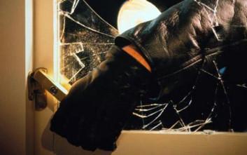 Αστυνομικός εκτός υπηρεσίας έπιασε διαρρήκτη στα πράσα με τα χρυσαφικά στο χέρι