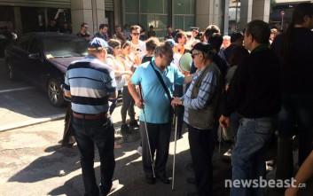 Στο υπουργείο Οικονομικών έφτασε η πορεία των ατόμων με αναπηρία