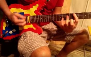 Ηλεκτρική κιθάρα φτιαγμένη από lego