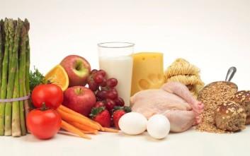 Οι Έλληνες συνεχίζουν τις κακές συνήθειες στη διατροφή τους