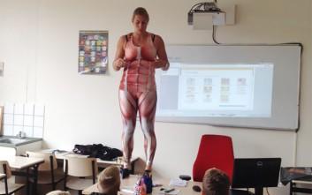 Όταν η δασκάλα πέταξε τα ρούχα της