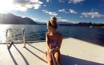 Η 21χρονη που πληρώνεται για να γυρίζει τον κόσμο